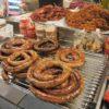 このソーセージは何の肉だろ?チェンマイ郊外のディープな市場